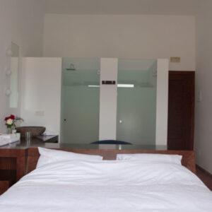 De hotelkamer is perfect afgewerkt