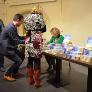 Boeken signeren bij Waanders in de Broeren